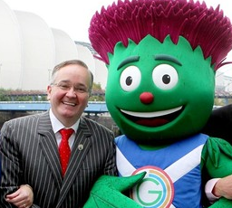 GCC leader Gordon Matheson meets CLYDE THE THISTLE
