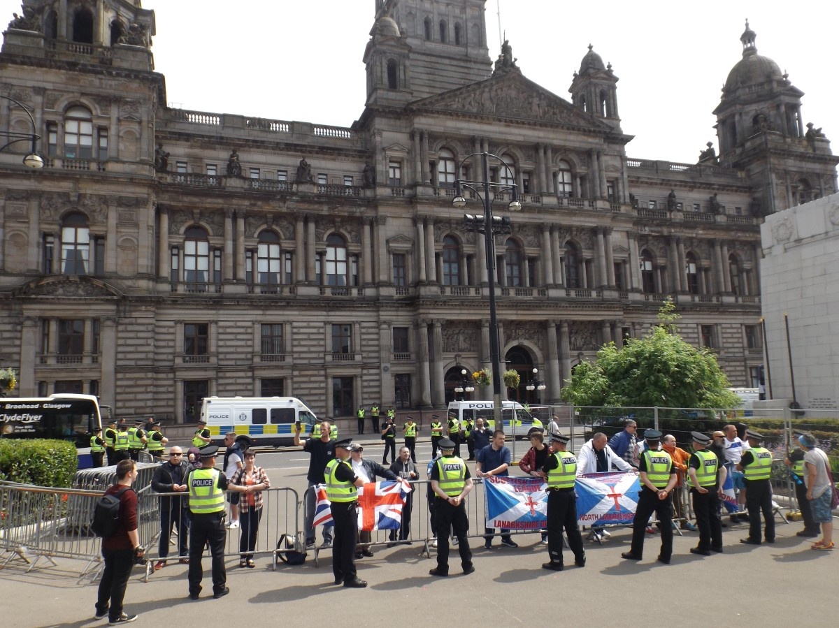 Photos: SDL Outnumbered in Glasgow, Before Being Dumped in Pub on High Street